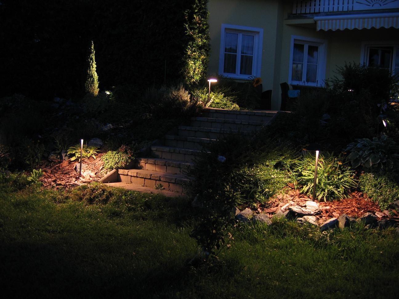 gartenbeleuchtung led gartenlicht und led gartenbeleuchtung au enbeleuchtung auch mit led. Black Bedroom Furniture Sets. Home Design Ideas